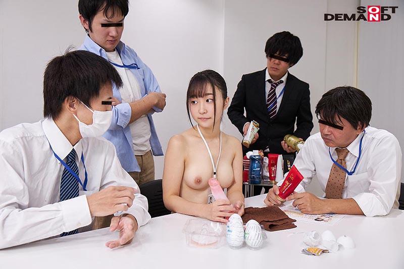 〜社内で全裸は1人だけ〜 インターン生の皆さん全裸でお仕事できますか? SODで働く女子社員にはAV女優さんの気持ちを理解してもらうために羞恥研修を用意! 入社前だけど身体を張って1日お仕事してもらいました♪ SOD女子社員2