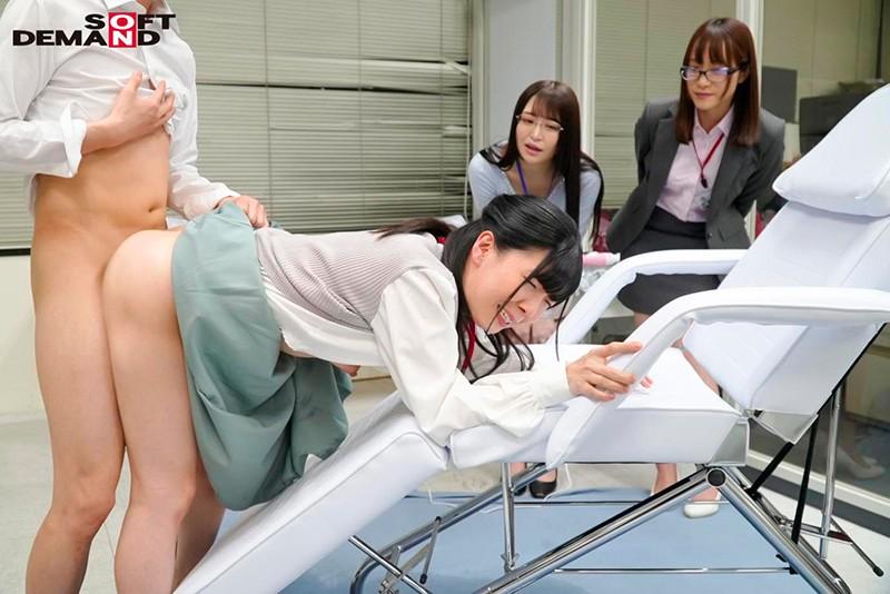 SOD女子社員 150,000回転(従来比30倍)超高速電マでイクッ!最高に気持ち良い電マを求めて自ら実験台となり絶頂しながらも新型電マ開発に挑んだ結果、パンツスーツの裾まで濡れるほど漏らして漏らして4人合計78イキ! 画像14