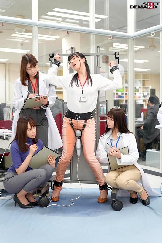 SOD女子社員 150,000回転(従来比30倍)超高速電マでイクッ!最高に気持ち良い電マを求めて自ら実験台となり絶頂しながらも新型電マ開発に挑んだ結果、パンツスーツの裾まで濡れるほど漏らして漏らして4人合計78イキ! 2