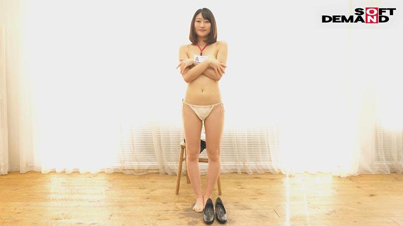 朗報!期待の新卒AV出演(デビュー)! 社内のアイドル!えっちで可愛い中山ちゃん(22) 中山琴葉