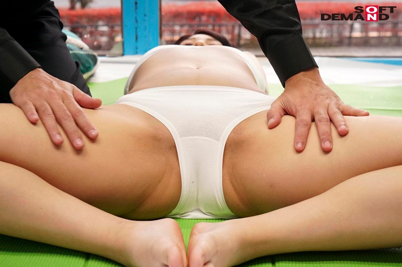 SDMM-013 Studio SOD Create - How Would You Like To Make Yourself Even Cuter And Meet Your Boyfriend? We Sweet-Talk A Girl In A Long Distance Relationship And Make Her Squirt On Her Boyfriend Behind A Mirror With An Erotic Stretching Massage! The Magic Mirror big image 6