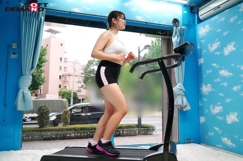 マジックミラー号でおっぱいランニング 運動直後の女性はエロくなるって本当!?巨乳娘がおっぱい揺らして全力疾走!疲れさせて極限まで感度のあがった状態でマッサージをしたらSEXできちゃうのか!? 16枚目