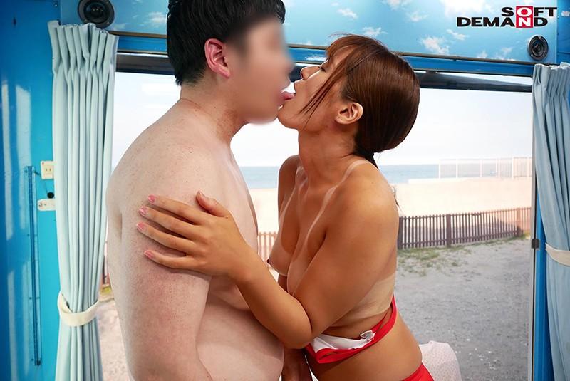 マジックミラー号 「童貞くんのオナニーのお手伝いしてくれませんか…」夏のビーチで声を掛けた日焼け跡クッキリのライフセーバーが童貞救助実習!心優しい美女が赤面しつつも優しく筆下ろし! 画像16