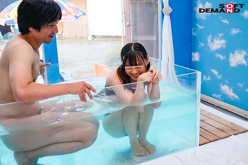 マジックミラー号気温37℃の夏休み!海水浴をしている日焼けがくっきりのスク水美少女が、見知らぬおじさんといたずら混浴体験!成長期の身体を執拗に触られ犯●れて…赤面初絶頂6本番 画像7