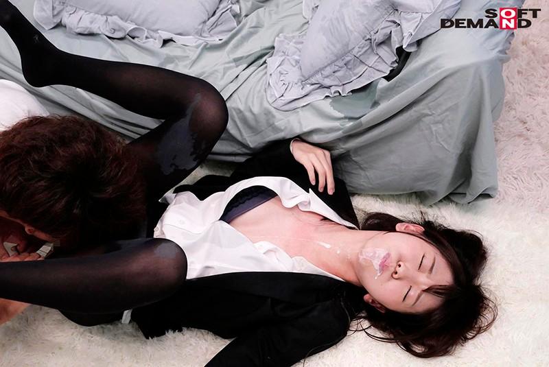 【就活生限定】マジックミラー号 リクルートスーツの似合う女子大生に「牛乳を口に含んだ状態で10分間くすぐりにガマンできたら100万円!」と声をかけ凄テクAV男優の妙技でHにいじくりたおしました!15