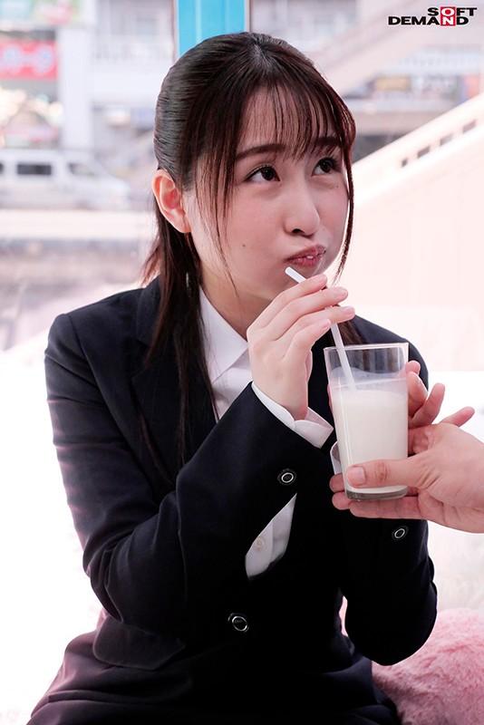 【就活生限定】マジックミラー号 リクルートスーツの似合う女子大生に「牛乳を口に含んだ状態で10分間くすぐりにガマンできたら100万円!」と声をかけ凄テクAV男優の妙技でHにいじくりたおしました!5