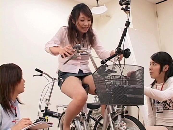 これぞ限界ギリギリの社内羞恥&街中露出!!アクメ自転車を作った伝説のSOD女子社員がイクッ!![1sdms431][1SDMS431] 14