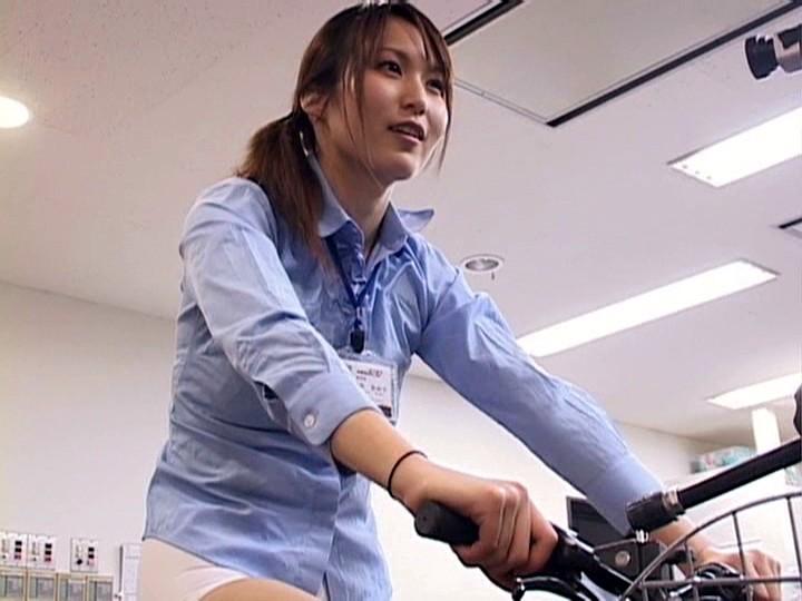 これぞ限界ギリギリの社内羞恥&街中露出!!アクメ自転車を作った伝説のSOD女子社員がイクッ!![1sdms431][1SDMS431] 8