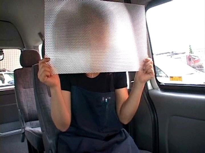 「お願いされると断れない」勃起したチ○ポをウルんだ瞳で手コキしてくる'かわいすぎる、いいなりビデオ店員'が存在した!|無料エロ画像7