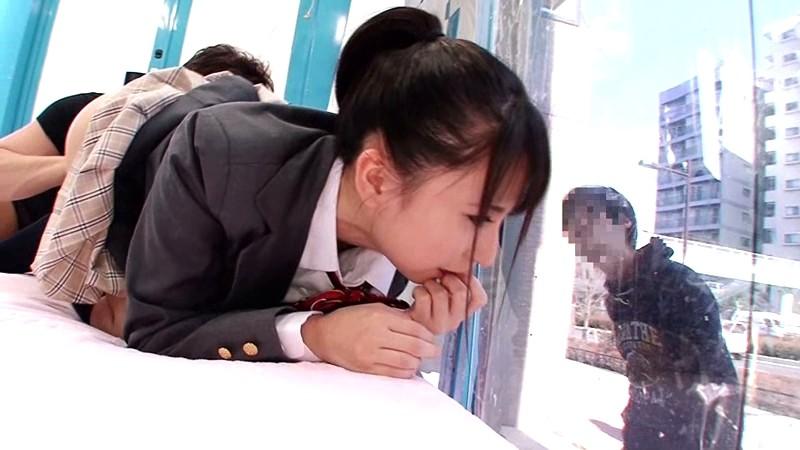 【エロ動画】スレンダーでHな貧乳の美少女美女、板野有紀のコスプレプレイが、マジックミラー号で!めちゃキュートです!