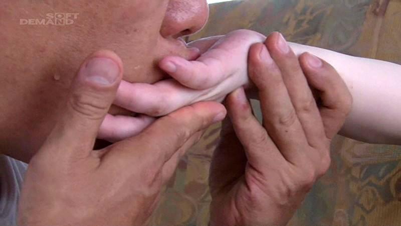黒髪清楚美少女のうぶな身体を小指の先から耳の裏まで全身舐めまわす濃密変態セックス|無料エロ画像2