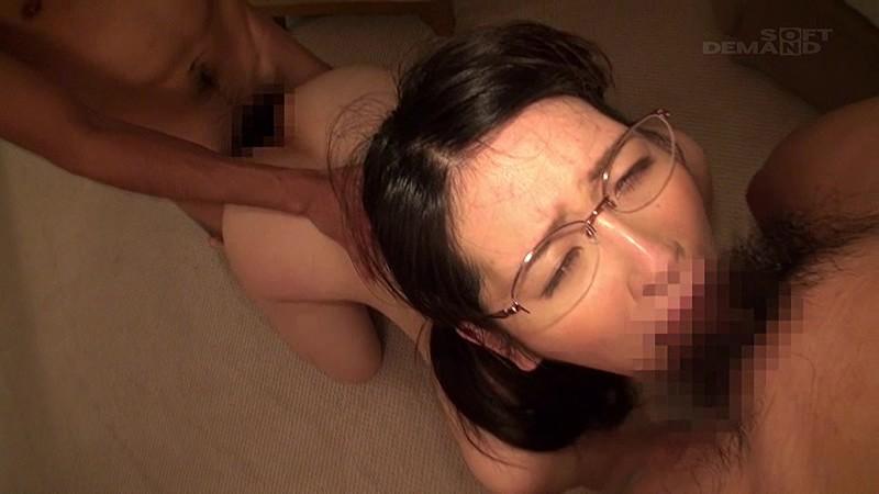 マジックミラー号にて、メガネで巨乳のOL素人の、淫語無料動画!【OL、素人動画】