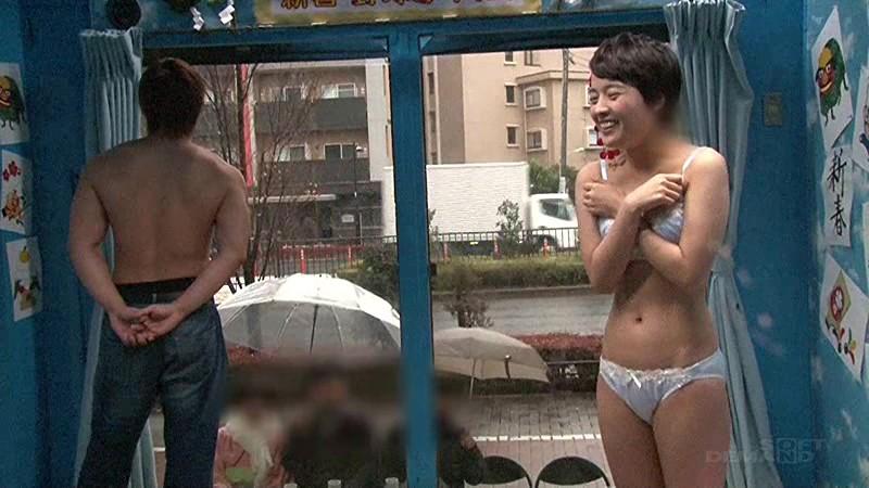 マジックミラー号にて、スレンダーな巨乳の女子大生、向井藍の騎乗位無料エロ動画!【向井藍動画】