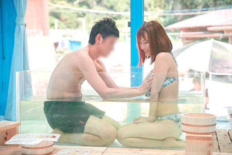 マジックミラー号 女子大生限定! 海水浴場で見つけた初対面男女がミラー号混浴温泉初体験!! お互いの裸を見せ合い素股マッサージで我を忘れた2人は出会ったばっかりなのに生挿入真正中出しまでしてしまうのか!?|無料エロ画像2