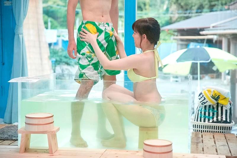 マジックミラー号 女子大生限定! 海水浴場で見つけた初対面男女がミラー号混浴温泉初体験!! お互いの裸を見せ合い素股マッサージで我を忘れた2人は出会ったばっかりなのに生挿入真正中出しまでしてしまうのか!? 無料エロ画像6