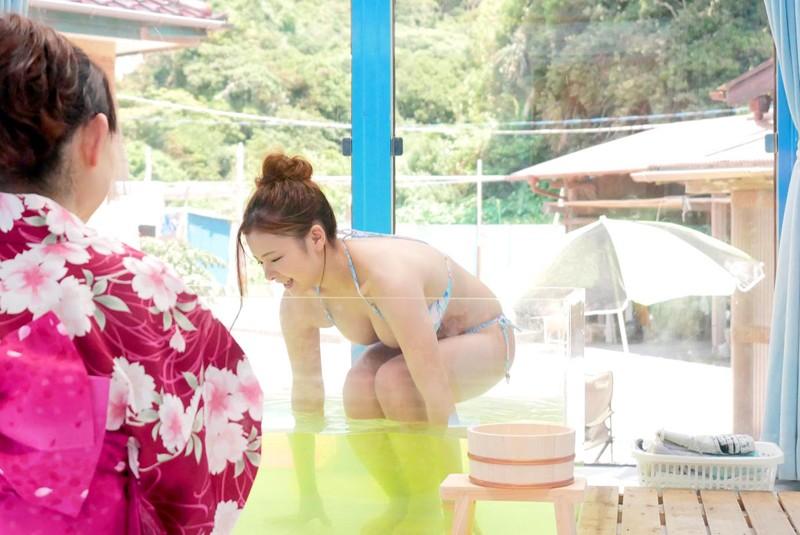 マジックミラー号 女子大生限定! 海水浴場で見つけた初対面男女がミラー号混浴温泉初体験!! お互いの裸を見せ合い素股マッサージで我を忘れた2人は出会ったばっかりなのに生挿入真正中出しまでしてしまうのか!?|無料エロ画像9
