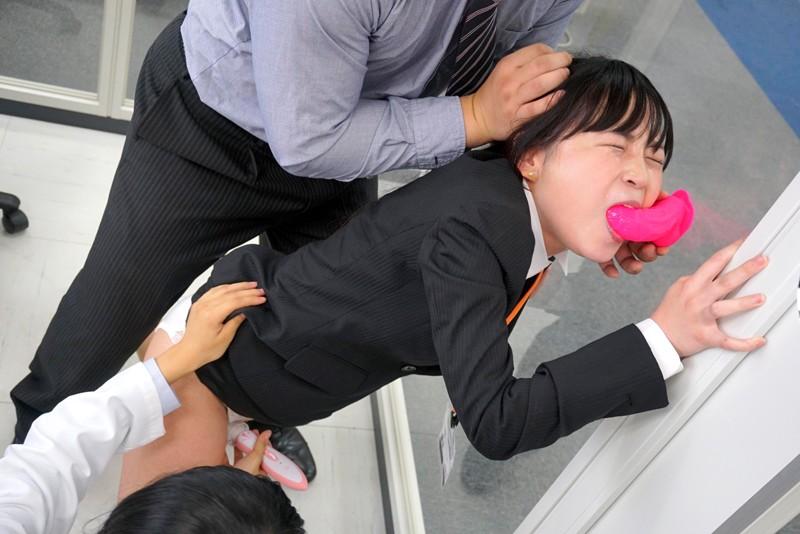 「イラマチオは女性にとって気持ちが良いのだろうか?」をイラマ未経験SOD女子社員が真面目に検証した結果ヤミツキのど奥SEXでえづき汁だらだら糸引き絶頂!! SOD性科学ラボ レポート5