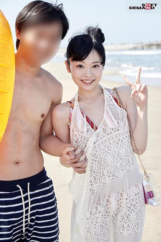 ビーチで見つけたラブラブカップル限定 海の家の無料エステ体験で愛しい彼女を彼氏の50cm隣で寝取ります!! 画像2