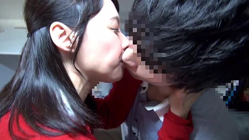 仕事を休んで、息子よりも若いアオクサ童貞ち○ぽこに舌鼓(したづつみ) 安野 由美 50歳 第3章 8枚目