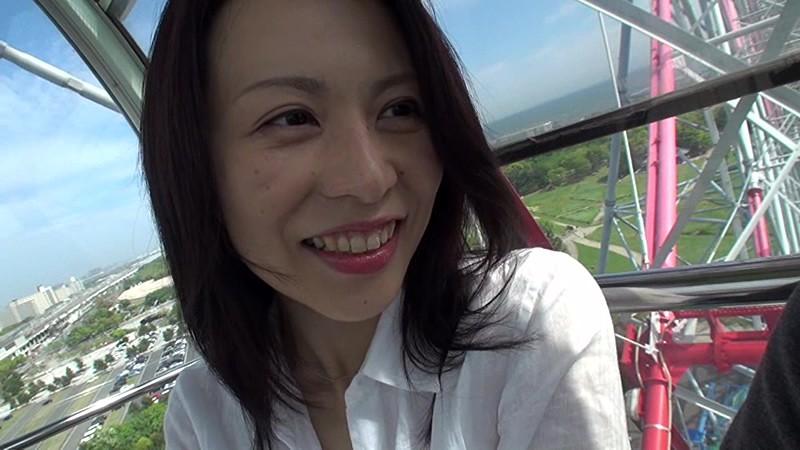 美しく透き通るような白い肌で淫靡な肢体の人妻 井上綾子 44歳 AV Debut 結婚20年目の行動…待ち焦がれた他人棒で自ら腰振る欲情SEX 1枚目