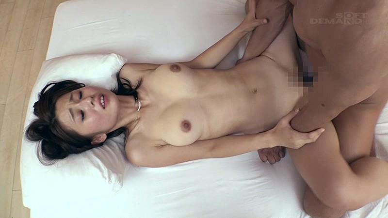 [高画質]夏の終わり、砂浜で出会ったグッとくるFカップ人妻 前田 可奈子 29歳 AV Debut