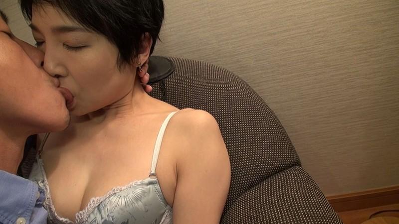 経験人数は主人だけ…本当の快感を求めて上京するはんなり京美人妻 早川りょう 46歳 AV DEBUTサンプルF16
