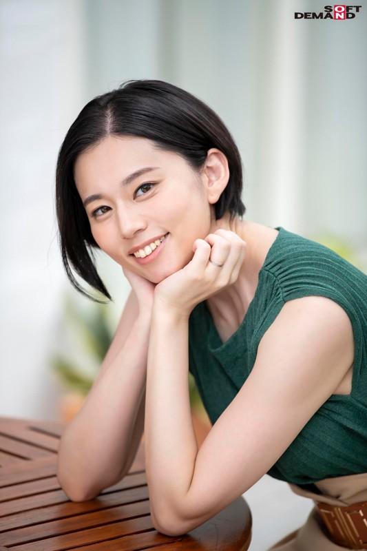 南アルプスの湧き水よりも澄み切った120%天然素材の美人妻 平井栞奈 34歳 AV DEBUT 3枚目