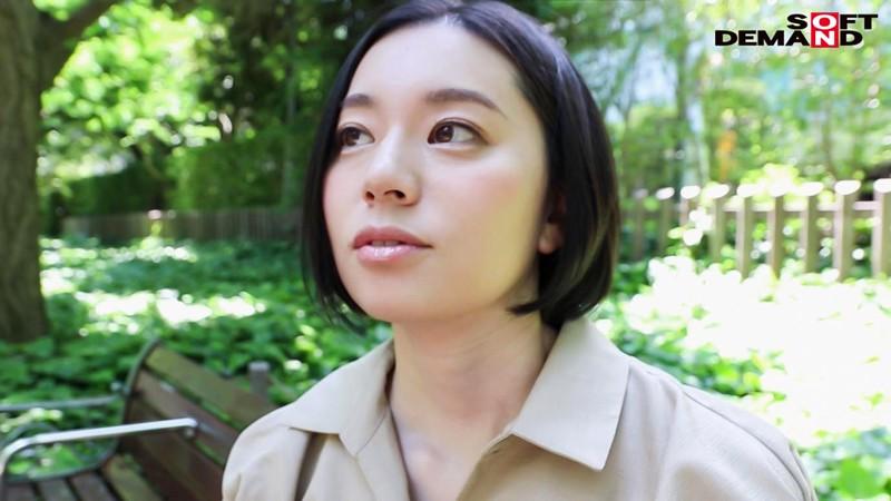 南アルプスの湧き水よりも澄み切った120%天然素材の美人妻 平井栞奈 34歳 AV DEBUT 4枚目