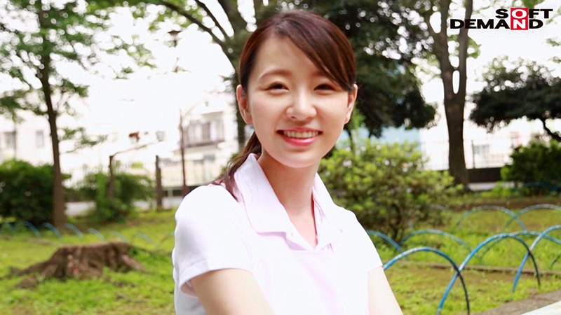 お爺ちゃんお婆ちゃんが大好きで介護士になったニコニコ奥さん 坂井千晴 29歳 AV DEBUT 画像15