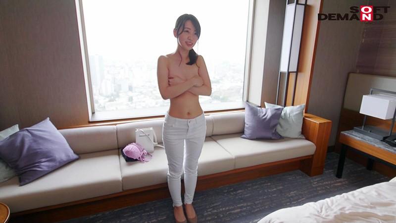 お爺ちゃんお婆ちゃんが大好きで介護士になったニコニコ奥さん 坂井千晴 29歳 AV DEBUT 4