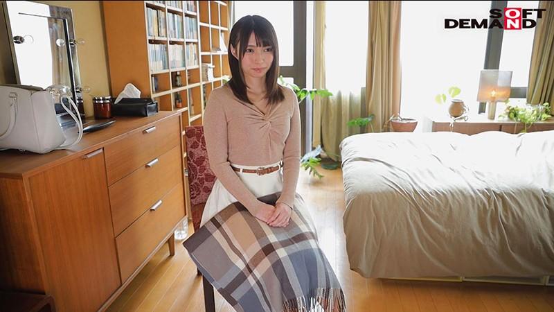 毎日元気いっぱいにお年寄りの世話をする美人ヘルパー 栗田みゆ 28歳 AV DEBUT4