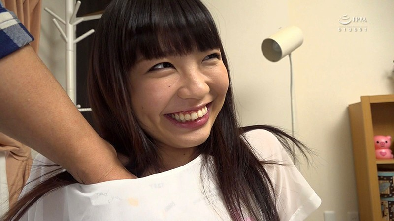 ニーハイの似合うかわいい彼女に溜まったザーメンを大量顔射 桜井千春1