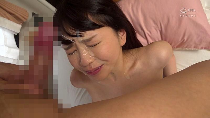 ニーハイの似合うかわいい彼女に溜まったザーメンを大量顔射 桜井千春12