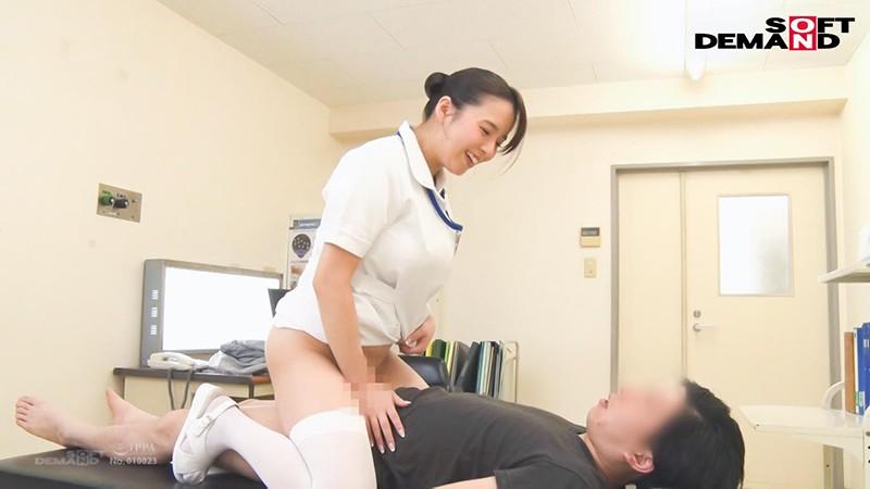 爆乳看護師が不妊で悩む既婚男性患者を治療するために中出し性交 三島奈津子 3枚目