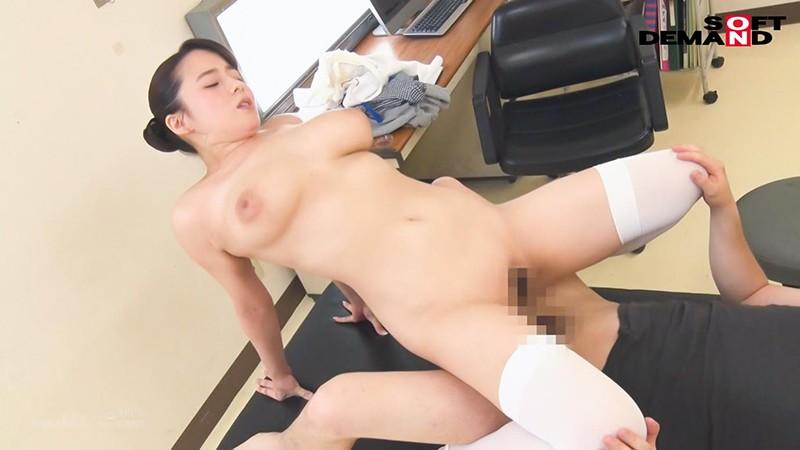 爆乳看護師が不妊で悩む既婚男性患者を治療するために中出し性交 三島奈津子 7枚目