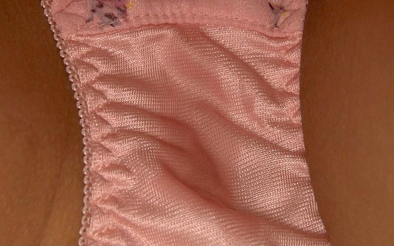 布団の中の密着スローSEX「ナマでもいいから…」敏感な奥さんはねっとり膣奥を突かれ中出しを許してしまう みほ28歳 の画像5
