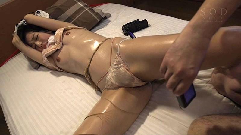 【古川いおり 監禁】美乳で巨乳の人妻若妻、古川いおりのイラマチオレイプ潮吹きプレイ動画。
