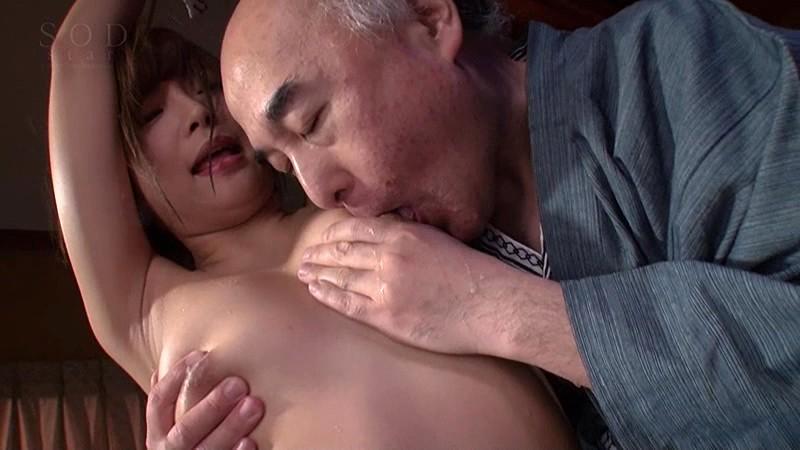 紗倉まな 媚薬堕ち…義父とまぐわう湯けむり不貞中出し妻|無料エロ画像11