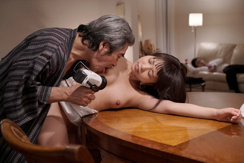 戸田真琴 近親レイプから始まった不貞の愛 平和な家庭のホームビデオにRECされた義父の悪戯 15枚目