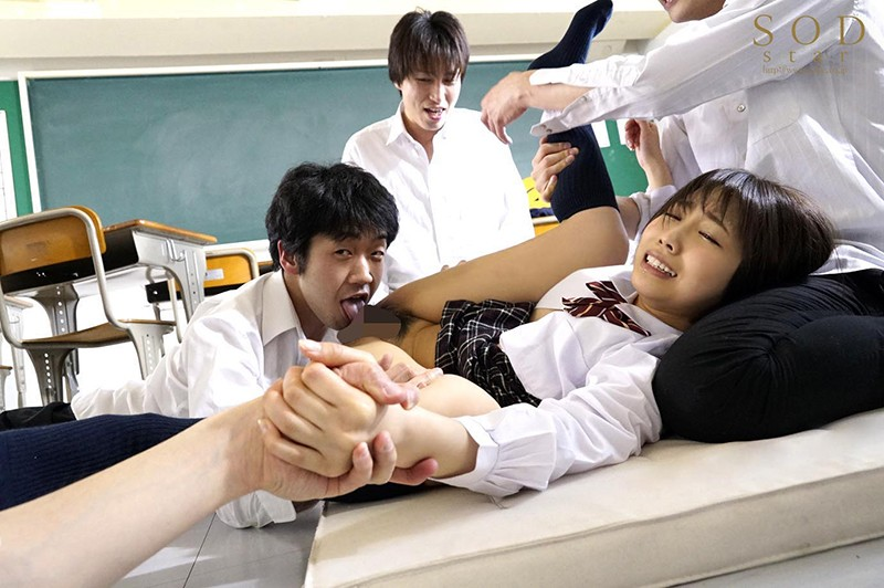 戸田真琴 手をぎゅっと握り目をじっと見つめながら彼女が犯されるのをただ傍観するしかなかった惨めなボク キャプチャー画像 3枚目