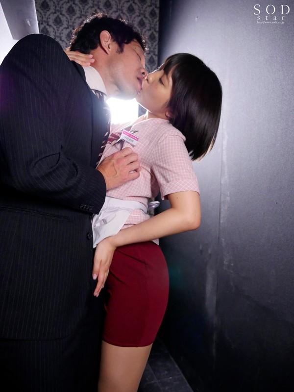 戸田真琴 高速膣絞めグラインド騎乗位 ちっぱいおっパブ嬢の超敏感乳首をチューチュー吸ったら自ら腰をスリスリ生挿入してきた の画像15