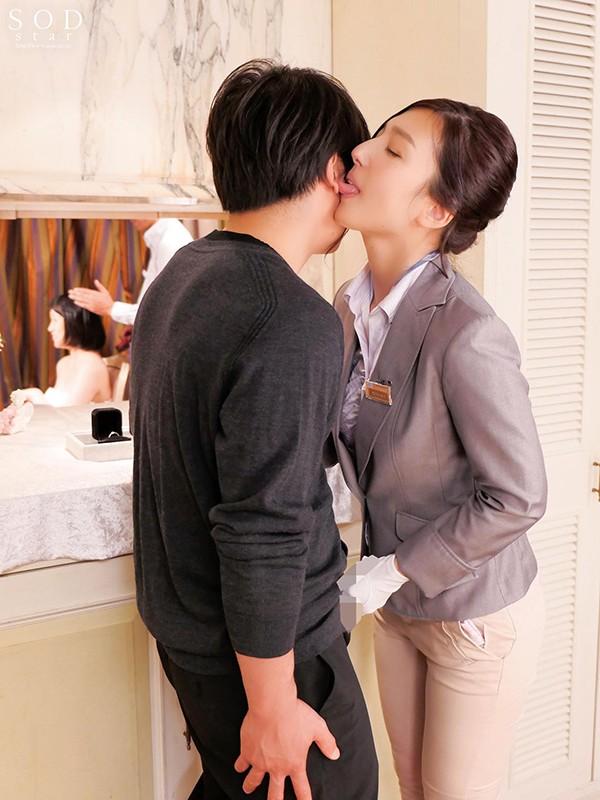 古川いおり 結婚式最中の新郎に強制中出しさせる美人ウェディングプランナー キャプチャー画像 12枚目
