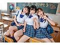 [STARS-308] 【FANZA限定】教育実習生が巨根と聞きつけ校内中どこでも求愛ハーレム4Pを仕掛ける学園一美少女トリオ 3名分のパンティと生写真とブロマイド5枚セット