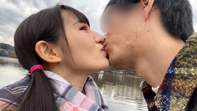 接吻露出 学校では優等生を演じてるベロちゅう好きな本物ビッチ。所構わず自撮りでわいせつ発情デート 4