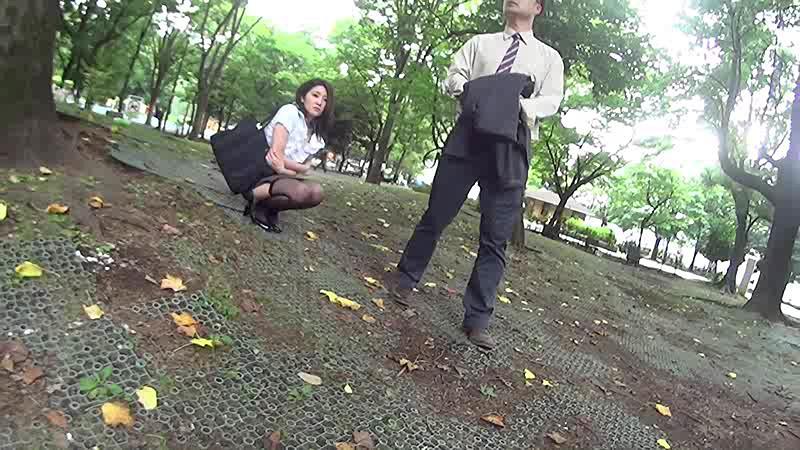 羞恥!公衆の面前で強●絶頂アクメ&潮!ビッグバンローター改をマ○コに入れて街中を引き回せ 画像5