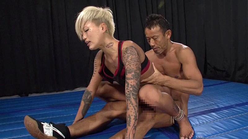【格闘家羞恥】スレンダーでエロいアスリートの格闘家の、羞恥セックスプレイエロ動画!