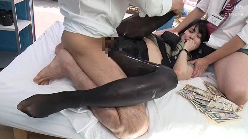 マジックミラー号ハードボイルド 街で働く女性に'濡れると光るストッキング'を履いてもらって美脚を堪能!興奮してきたらお金で口説いてデカチン激ピストン!