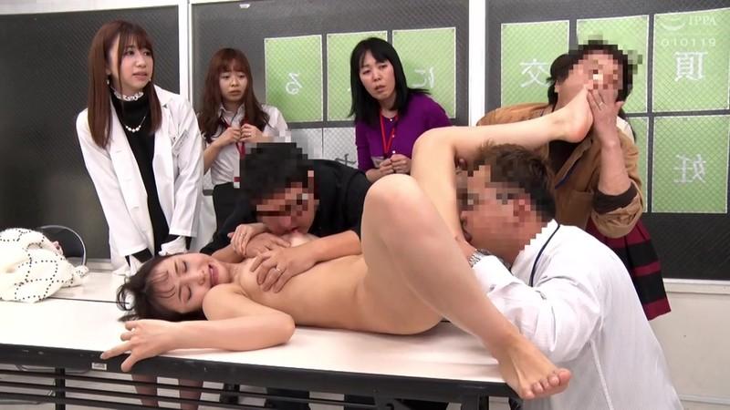 '膣コキインストラクター'が提唱する不妊治療の絶頂膣交セミナーで、参加者全員の前で中出し性交させられた若夫妻 大浦真奈美 17枚目