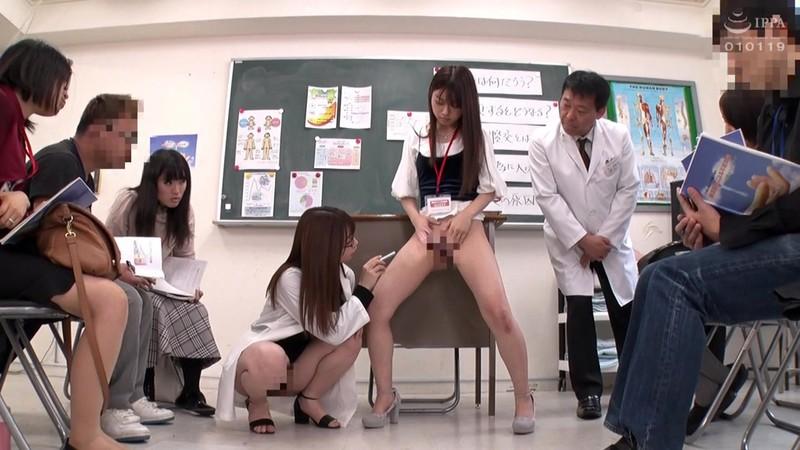 '膣コキインストラクター'が提唱する不妊治療の絶頂膣交セミナーで、参加者全員の前で中出し性交させられた若夫妻 大浦真奈美 2枚目