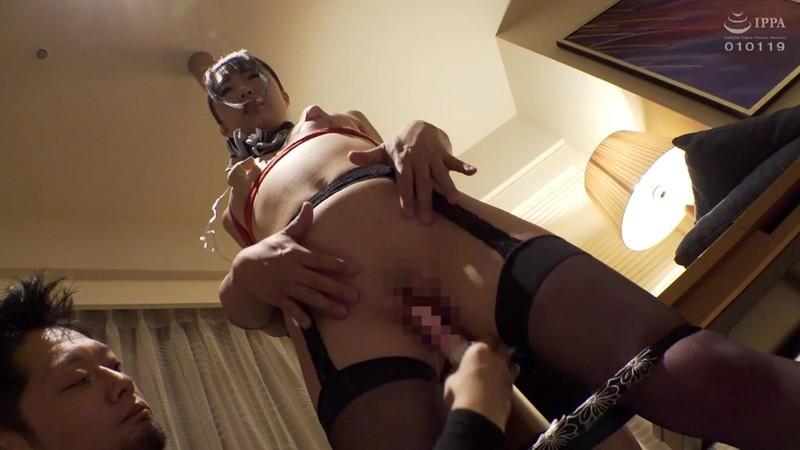 バレエ歴15年極上軟体ボディのCA(キャビンアテンダント)妻子がある私と不倫中の彼女とのセックスにも飽きたので、悪友を呼んで凌●した大股開きで大陰唇が擦り切れるほど身体を密着させた巨根ピストンで子宮を突き上げイキ狂い!… 画像13